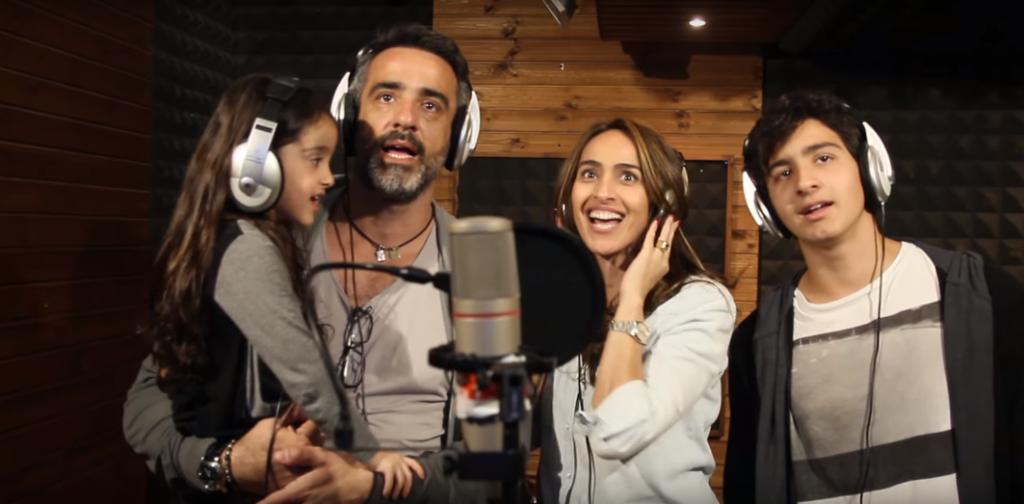משפחה מקליטה שיר באולפני קליפ נולד, אולפן הקלטות מקצועי