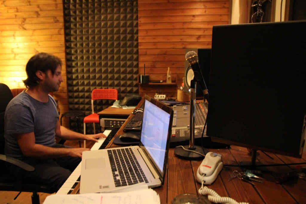טכנאי הקלטות באולפני קליפ נולד