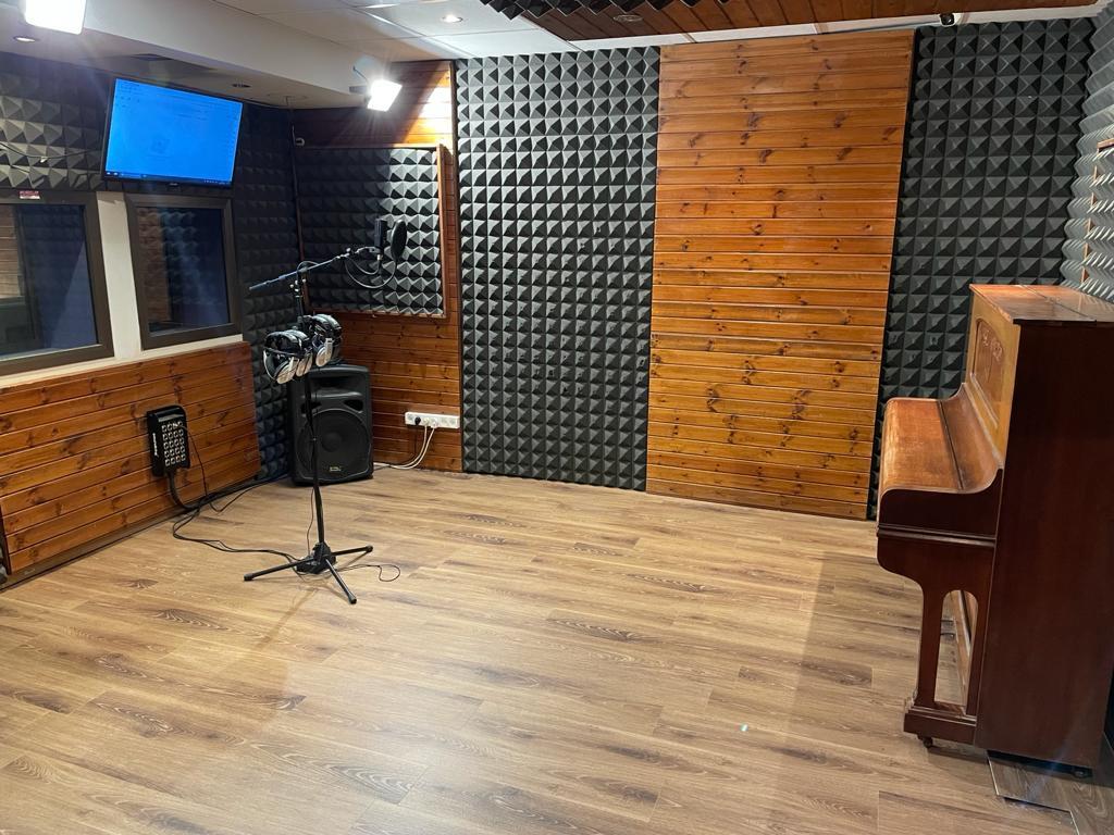 הקלטת שיר באולפן